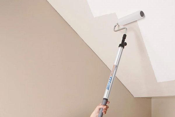 Покраска потолка водоэмульсионной