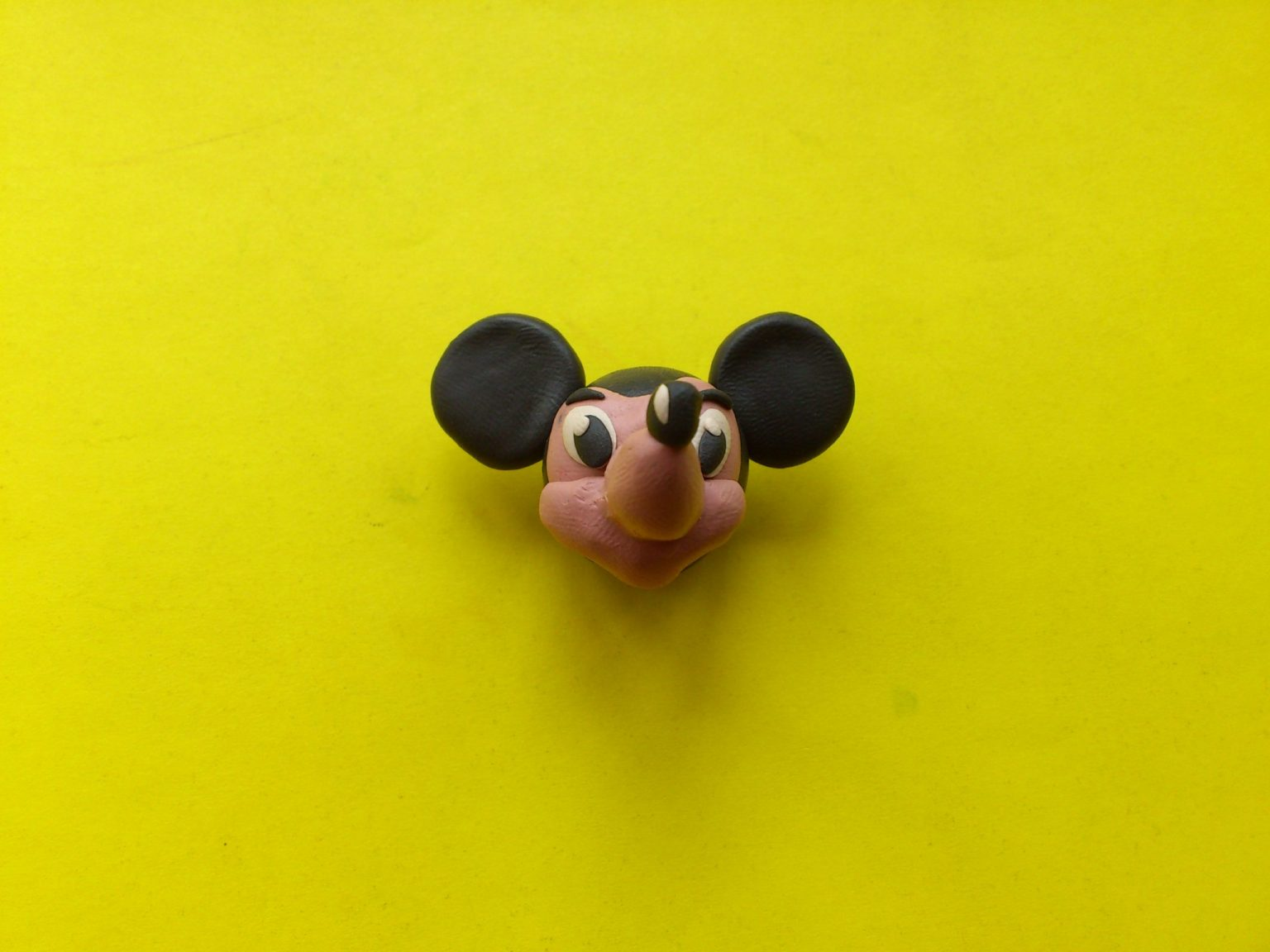 Пластилиновая голова Микки Мауса