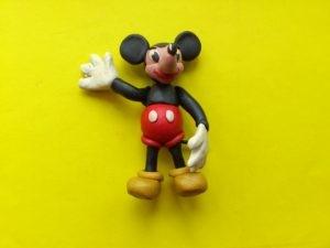 Фото Микки Мауса из пластилина