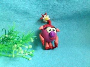 фото нюши из смешариков из пластилина